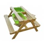 Стол для игр с песком и водой со скамейками и грифельной поверхностью..